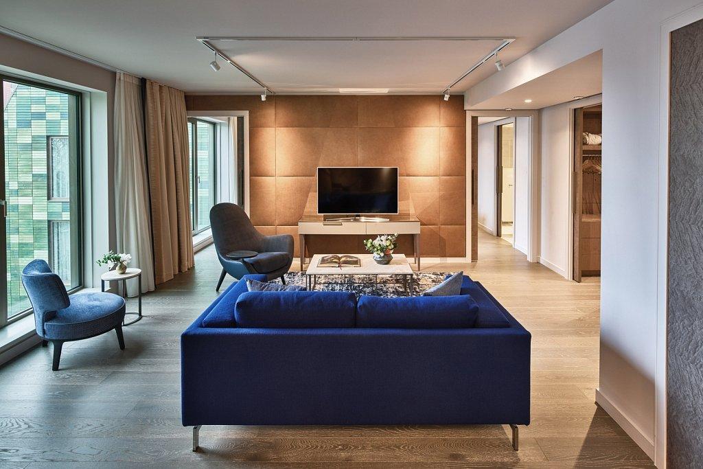 Hyatt-Regency-Amsterdam-AMBA-Facade-Living.jpg